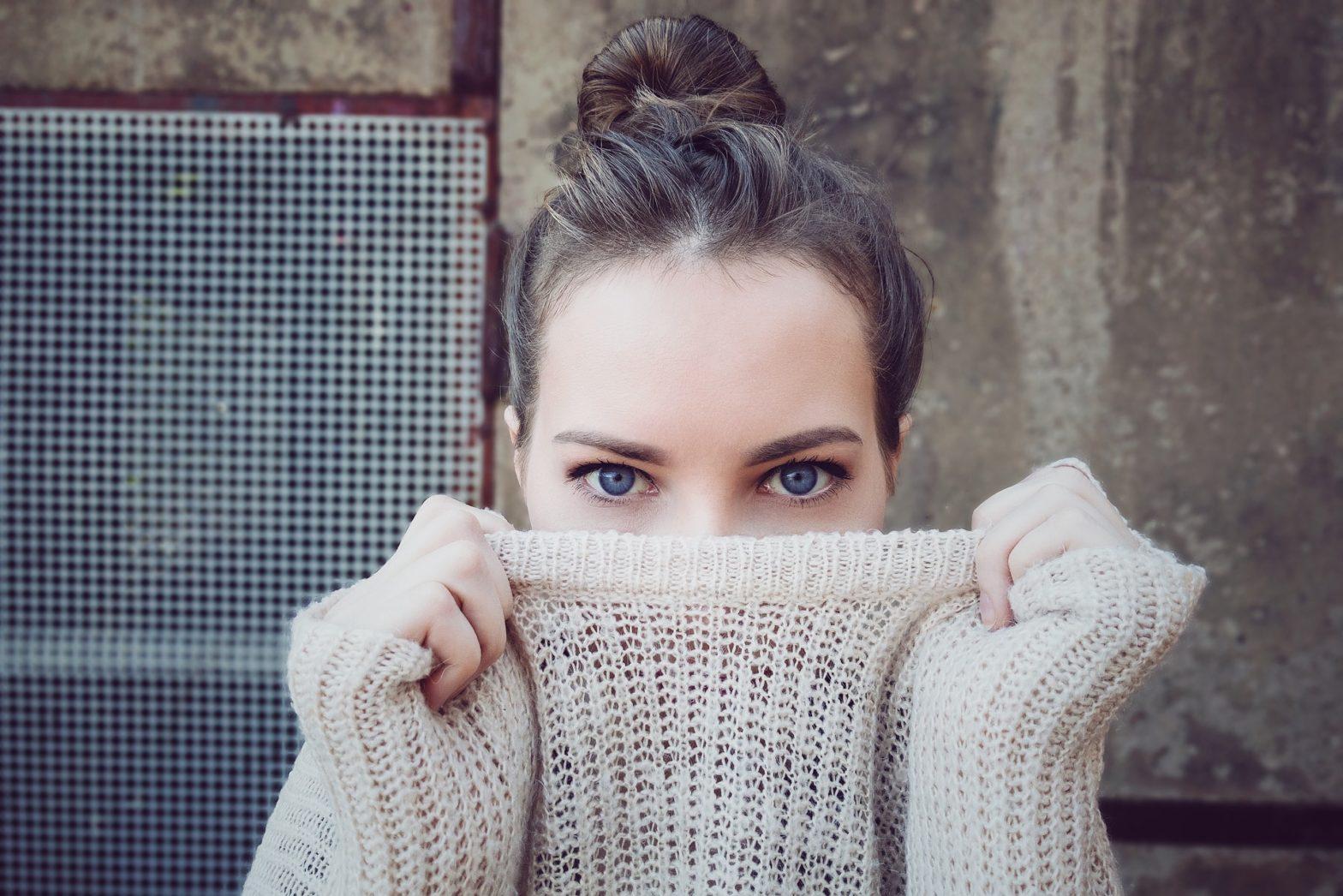 4 zabiegi estetyczne pod oczy, dzięki którym odzyskasz świeże spojrzenie