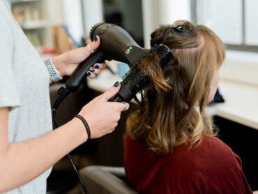 Kiedy fryzjer może odmówić usługi?